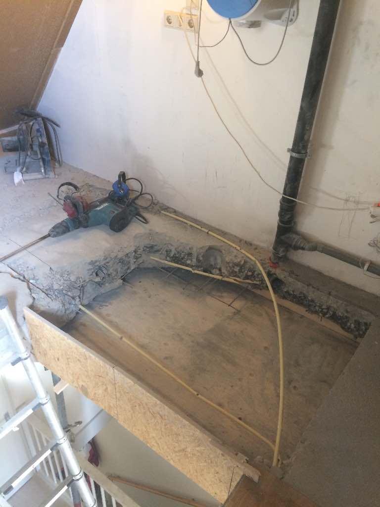 Realiseren van een sparing met vaste trap naar zolder for Van vlizo naar vaste trap